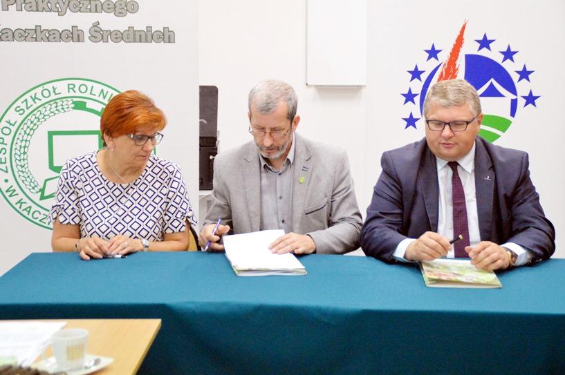 9,4 miliona z PROW dla 6 gmin. Włodarze podpisali umowy z wicemarszałkiem Grabowskim  - Gm. Malanów otrzyma 1 720 381 zł wsparcia.
