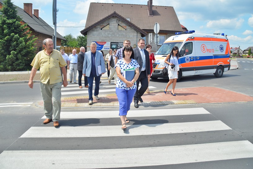 Russocice: Przebudowali drogę za 1,3 mln zł. Seńko, Zając i Wojtkowiak mają powody do zadowolenia, bo będzie bezpiecznie