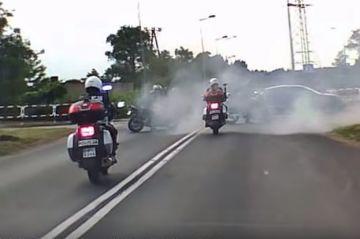 Wideo: 19-latek palił gumę na skrzyżowaniu....