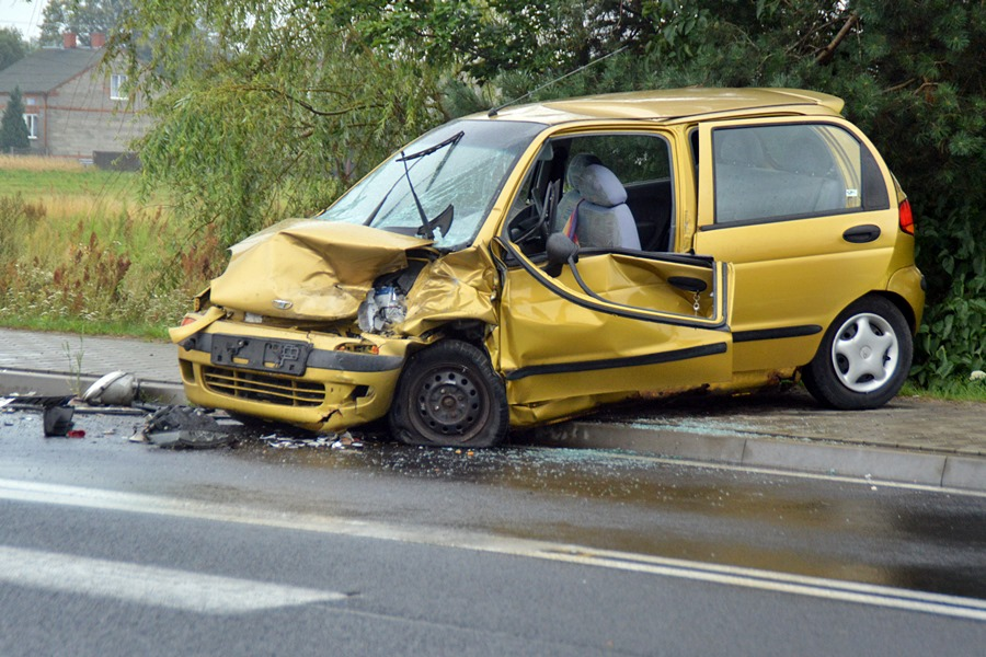 Cisew: Czołowe zderzenie Vectry i Matiza. Dwie osoby trafiły do szpitala