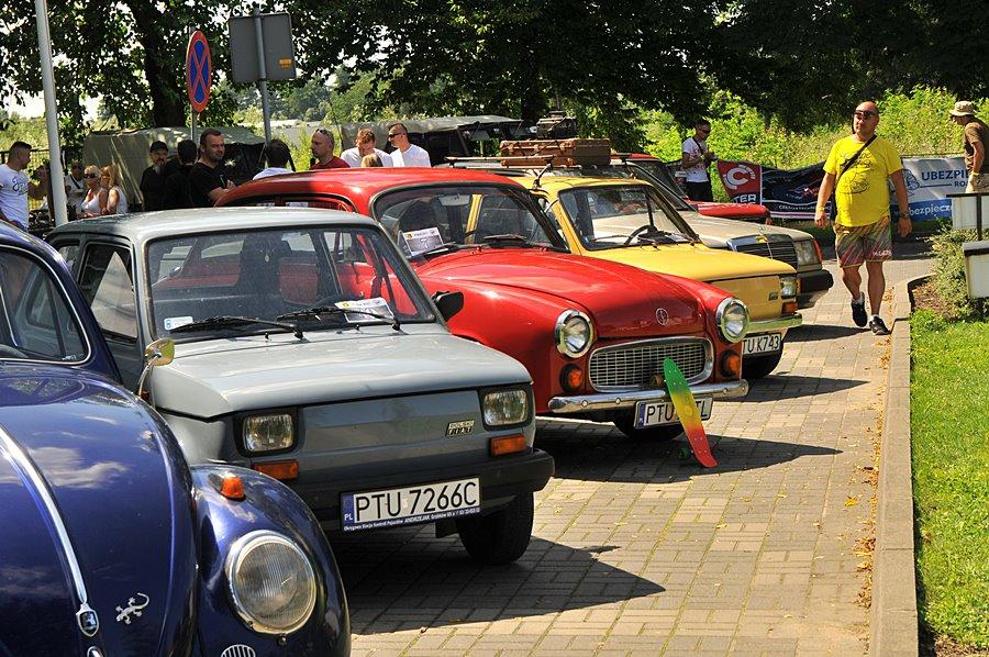 Miłośnicy dawnych pojazdów zajechali na Kaliską - foto: M. Derucki
