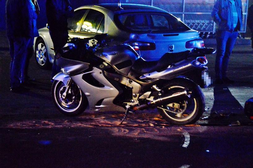 Tuliszków: Motocyklista ucierpiał w zderzeniu przy markecie