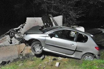 Ewinów: Wbili się autem w przystanek. Została...