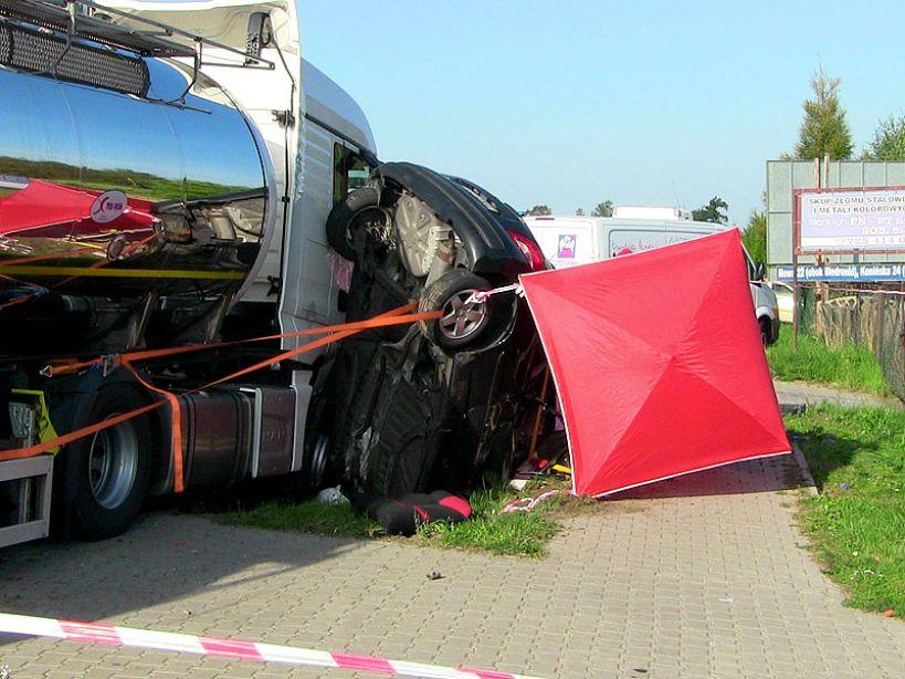 Wideo: Śmiertelny wypadek w Cisewie. Droga 470 zablokowana