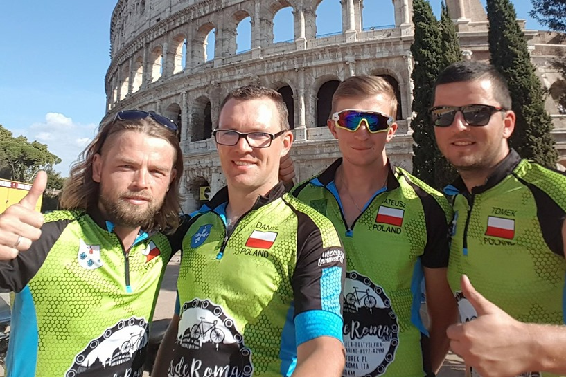 Dojechali rowerami do Rzymu! Antosik, Dawicki, Śliga i Kujawa mogą zwiedzać i odpoczywać - foto: Tour de Roma