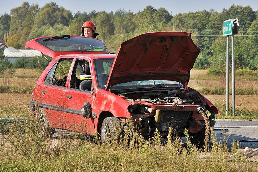 Międzylesie: Zderzenie Citroena i Peugeota. Pasażerka trafiła do szpitala