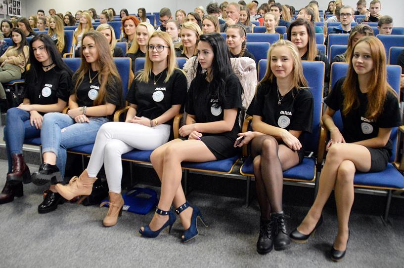 Zostaną projektantami mody? Uczniowie ZST poznali tajniki przemysłu odzieżowego