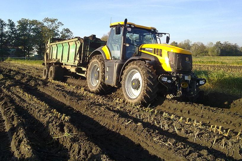 Brudzew: Rolnik niech bierze szmatkę i szczotkę, czyści drogę oraz traktor  - foto: wikipedia.org / Albert Tebbe