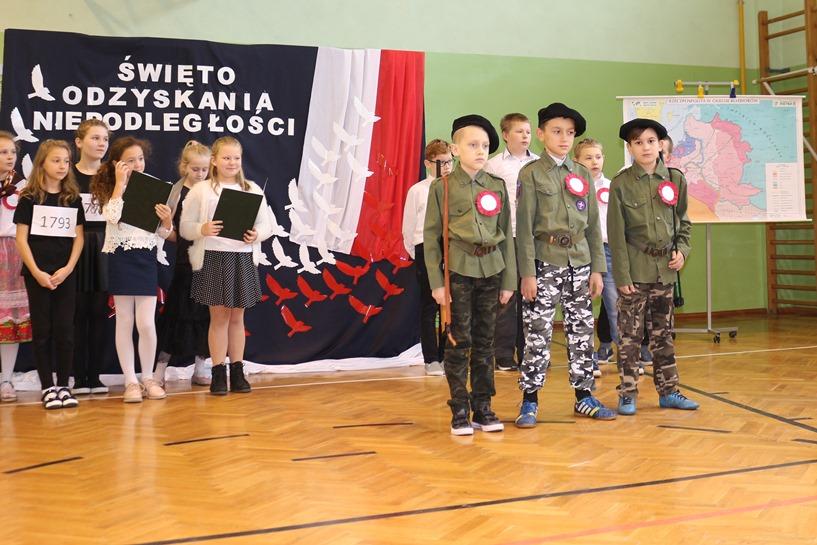 Wyszyna: Dzień Niepodległości w Szkole Podstawowej