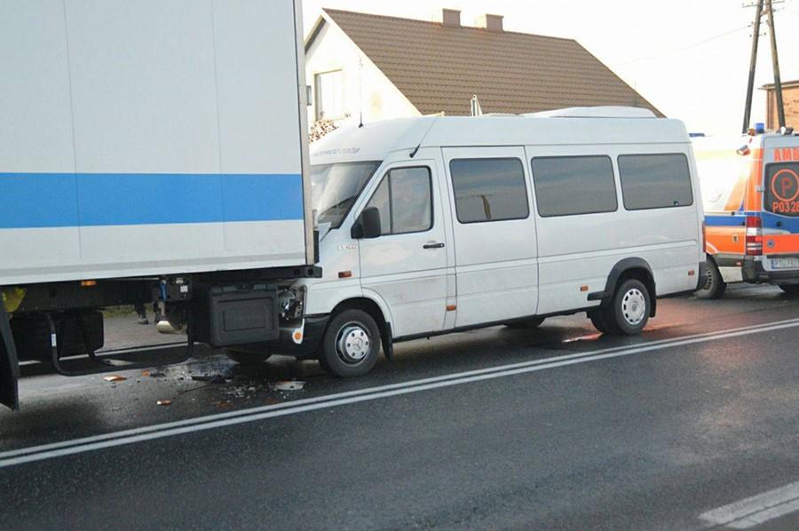 Bus uderzył w TIRa. 5 młodych sportsmenek poszkodowanych w Słodkowie Kol.
