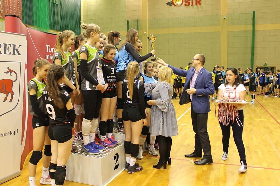 Burmistrz wręczył stypendia sportowe i artystyczne