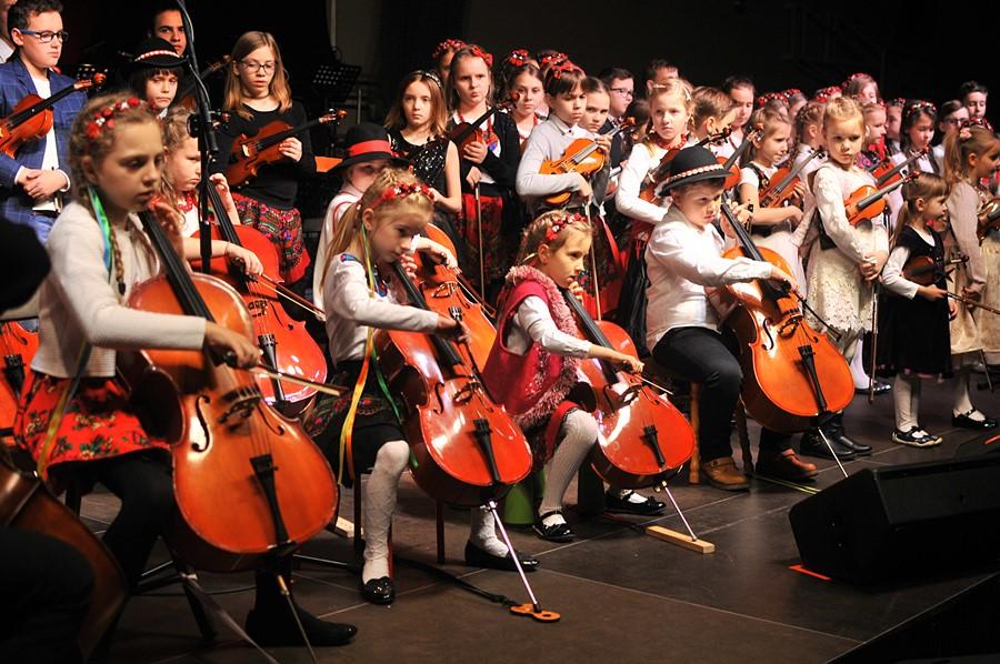 To był koncert pełen świątecznej magii! - foto: M. Derucki