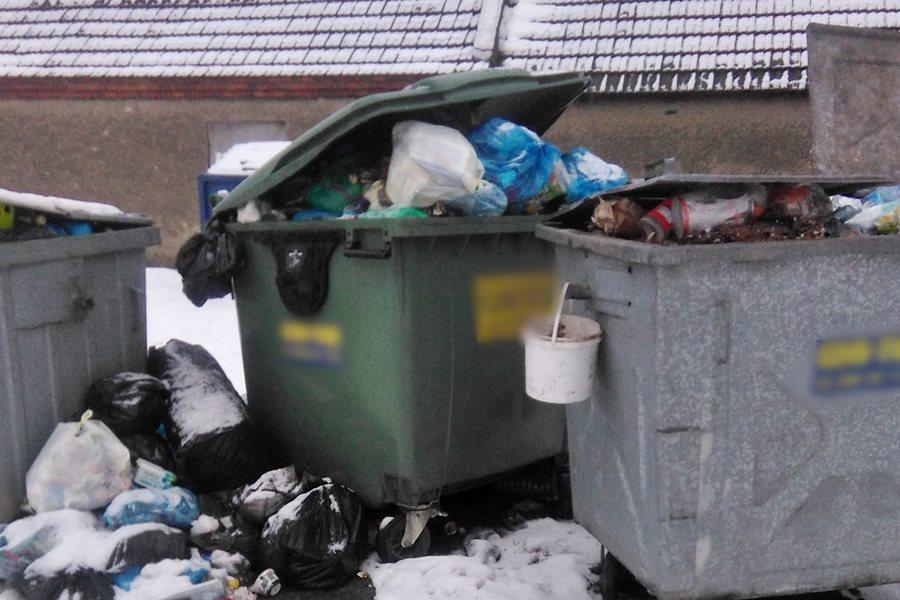 Śmieciowy krajobraz we Władysławowie - foto: nadesłane przez Czytelnika