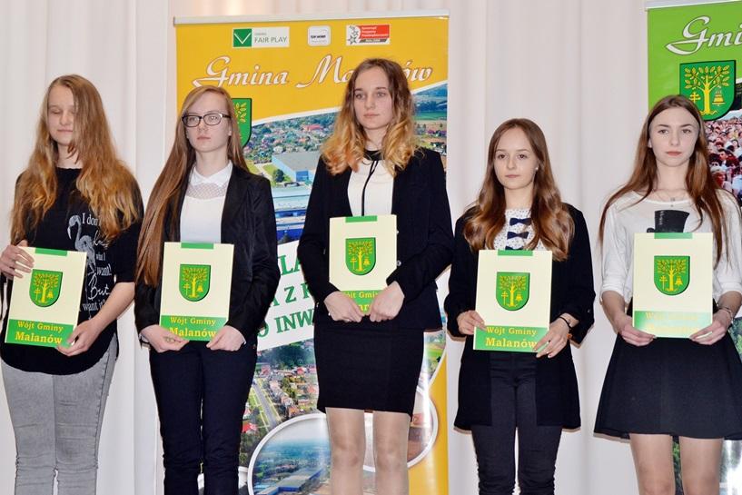 Malanów: Nagrodzili stypendiami uczniów i sportowców - foto: Arkadiusz Wszędybył