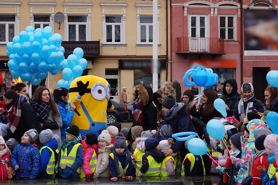 Niebieski Happening na turkowskim rynku