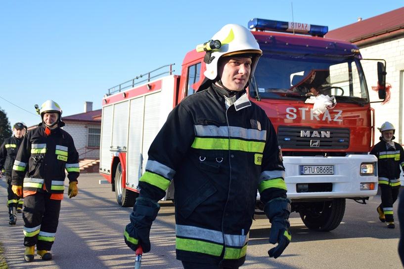 Chylin: Strażacy zdobyli ciężkiego MANa. 8000 litrów nie ma nikt w gminie - foto: Arkadiusz Wszędybył
