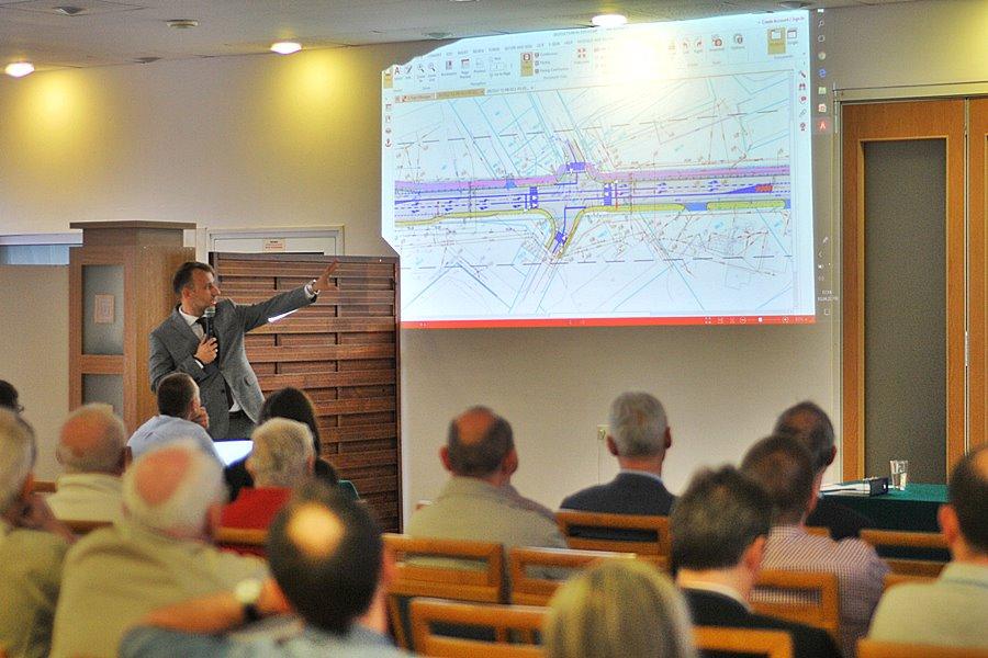 Rondo na Uniejowskiej i Niepodległości. Turkowianie zapoznali się z planami na krajową 72 - foto: M. Derucki