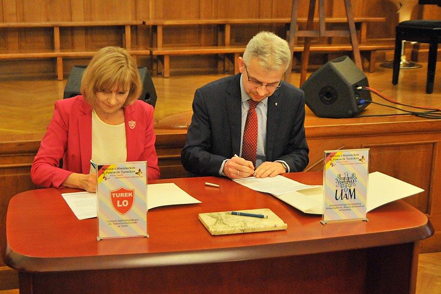 Turkowski Ogólniak podpisał współpracę z Instytutem Filologii Germańskiej UAM - foto: M. Derucki