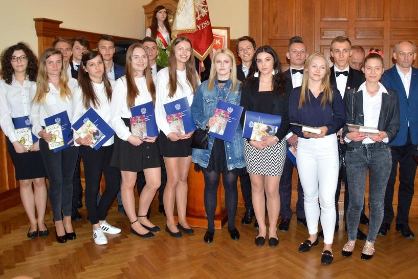 Dla maturzystów I LO dzwonek zabrzmiał po raz ostatni - foto: Arkadiusz Wszędybył