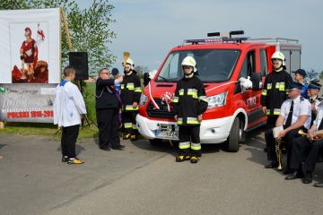 Będziechów: Poświęcili nowy wóz OSP, uroczyście...