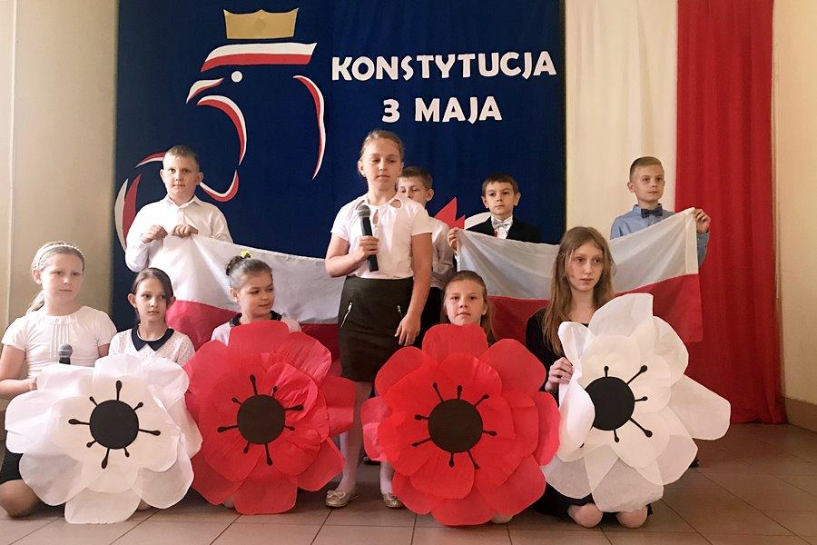 Cisew: Świętowali uchwalenie Konstytucji oraz 100-lecie Niepodległości - foto: materiał nadesłany