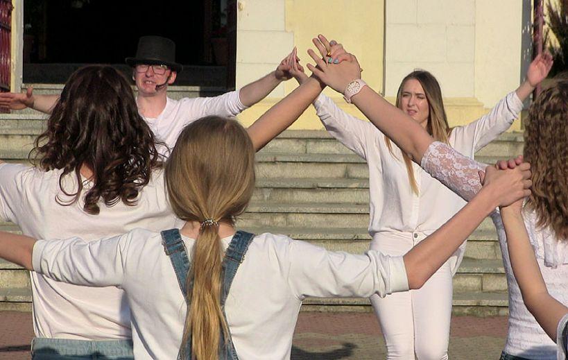 Wideo: Tańczyli dla Jana Pawła II. FishMob 2018 w Dobrej - foto: M. Sidorowicz