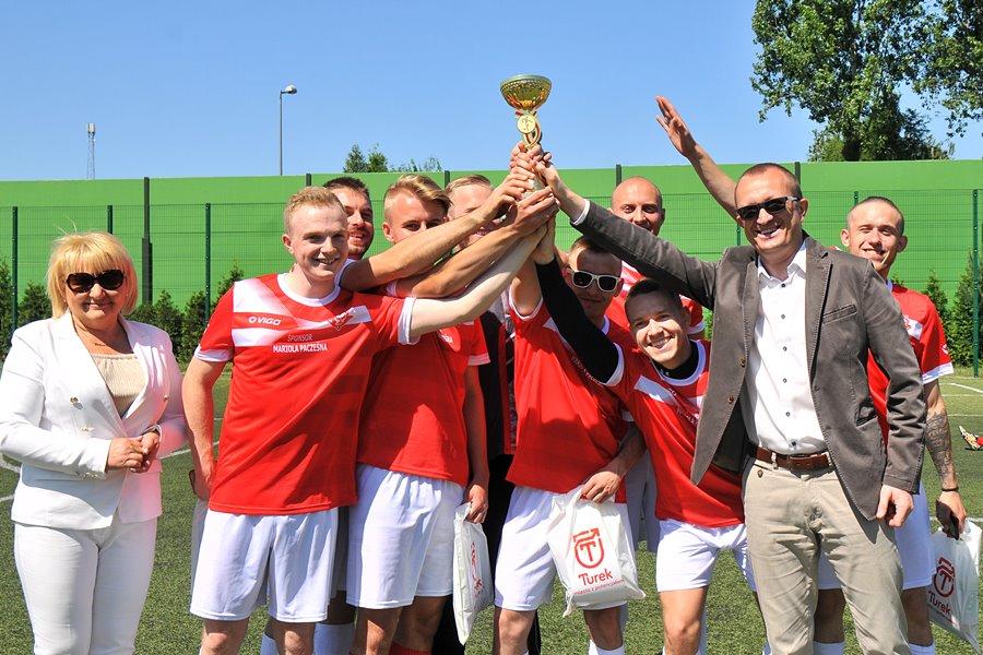 Czerwone Diabły z Pucharem Burmistrza - foto: M. Derucki