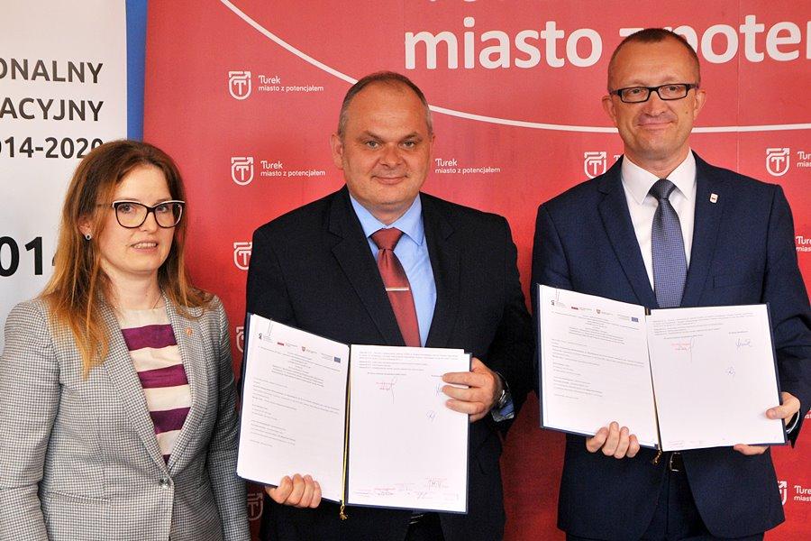 Umowa na prawie 5,4 mln zł podpisana - foto: M. Derucki
