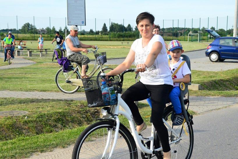 Gąsin: Wsiedli na rowery, by się integrować  - foto: Arkadiusz Wszędybył