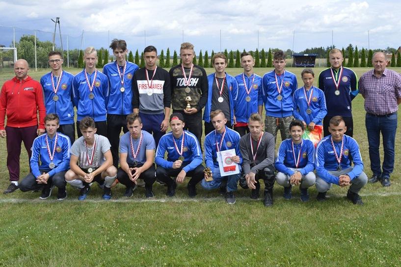 Nagrodzili juniorów młodszych Orła Kawęczyn