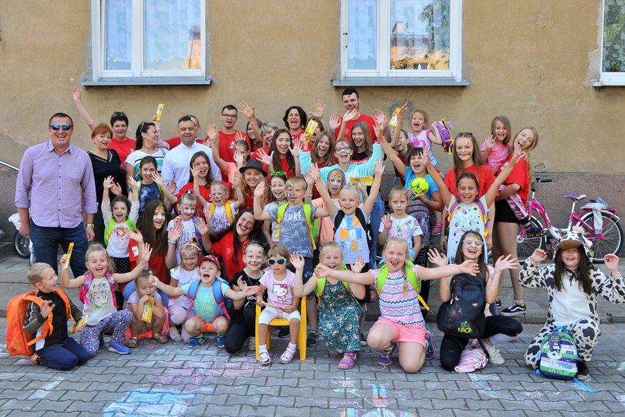 Wolontariusze ubarwili wakacje dzieciom z Matejki - foto: M. Derucki