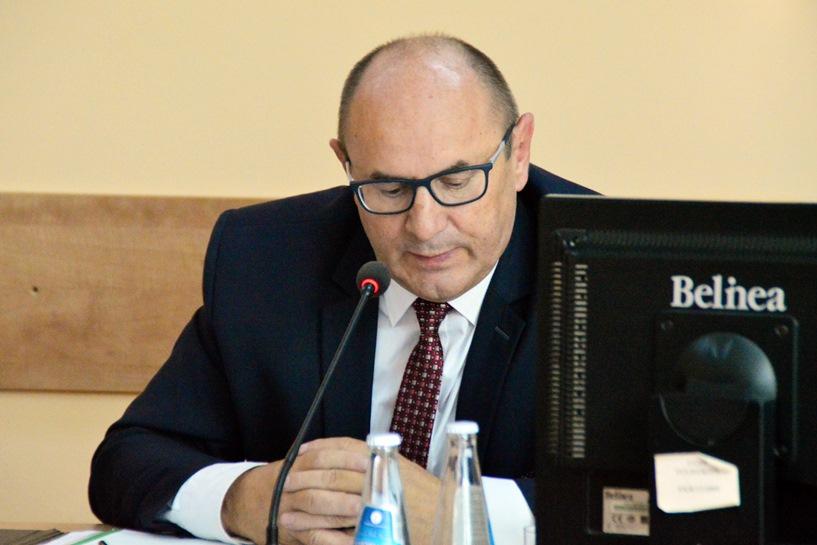 Tuliszków: 350 zł mniej dla burmistrza Ciesielskiego - Burmistrz wyszedł z sali, by radni mogli dyskutować o obniżce swobodnie.