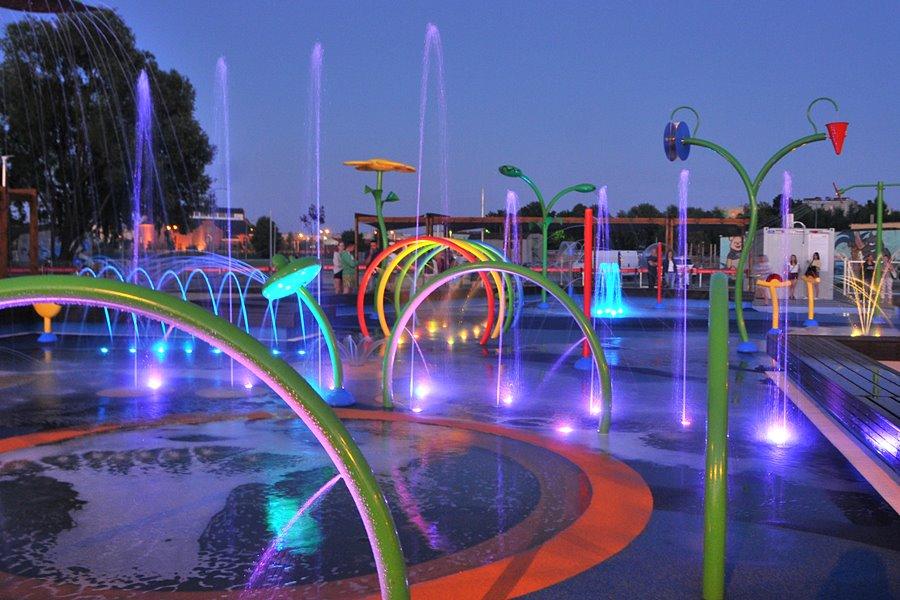 Wideo: Wodny plac zabaw nocą - foto: M. Derucki