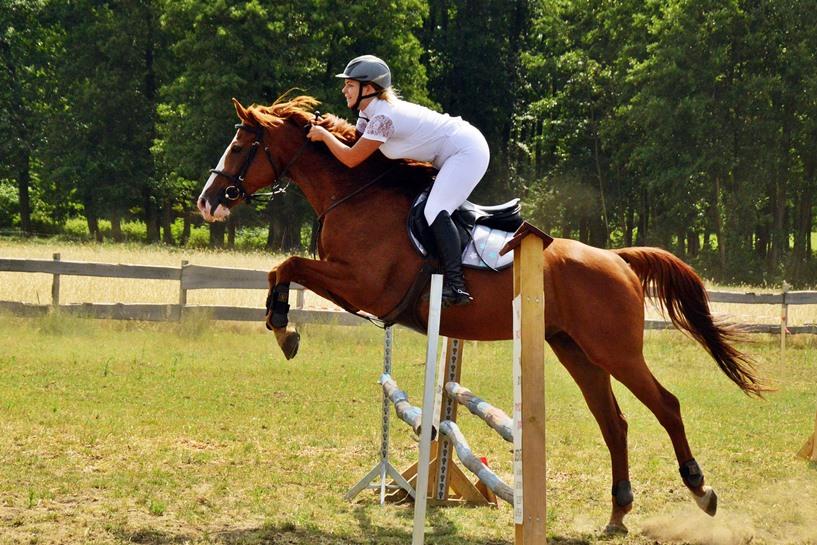 Kowale Księże: Osiodłali konie i ruszyli pokonywać przeszkody  - foto: Arkadiusz Wszędybył