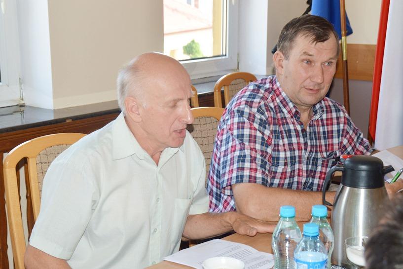 Brudzew: Dyskutowali o piwie i wódce. Radny Galewa opisał picie w tejże wsi