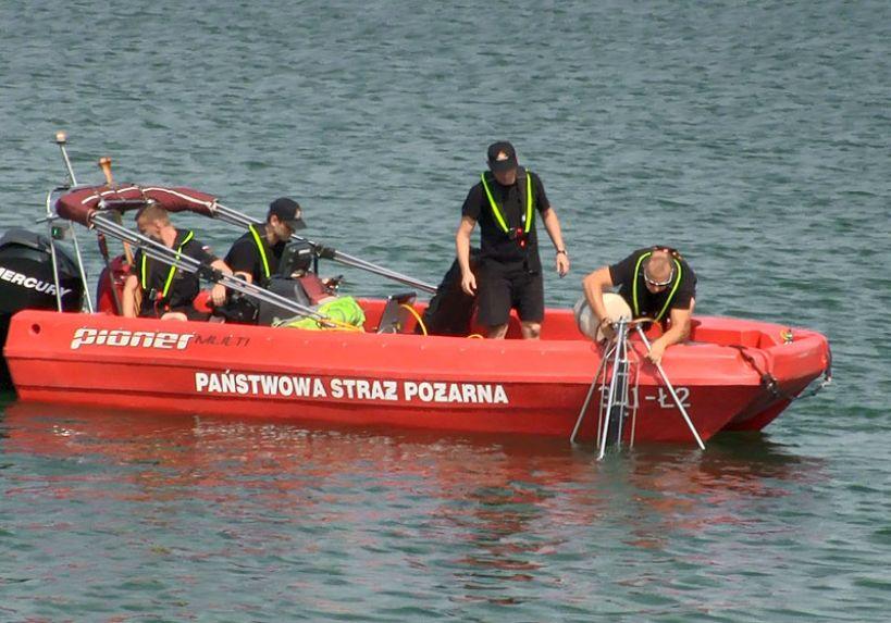 Wideo: Akcja poszukiwania 50-letniego mężczyzny w zbiorniku w Russocicach trwa