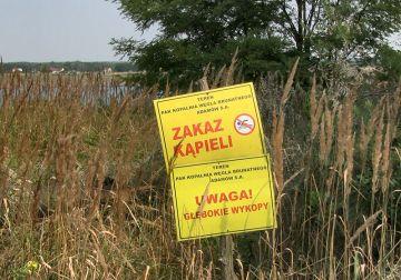 Władysławów: Zawieszenie kół ratunkowych przy...