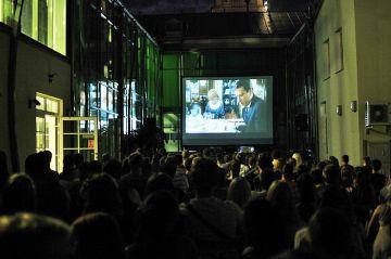 Wakacyjne kino plenerowe: Oscary na dziedzińcu...