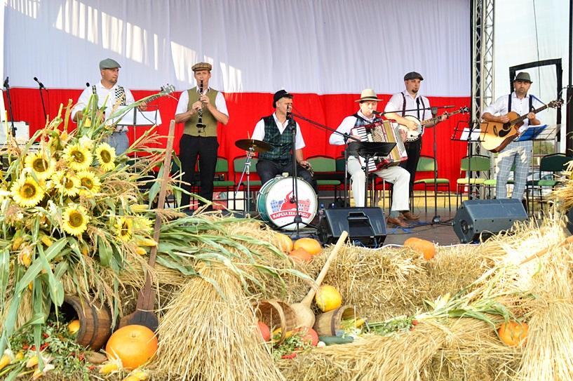 Chylin: Rolnicy świętowali dożynki - foto: Arkadiusz Wszędybył