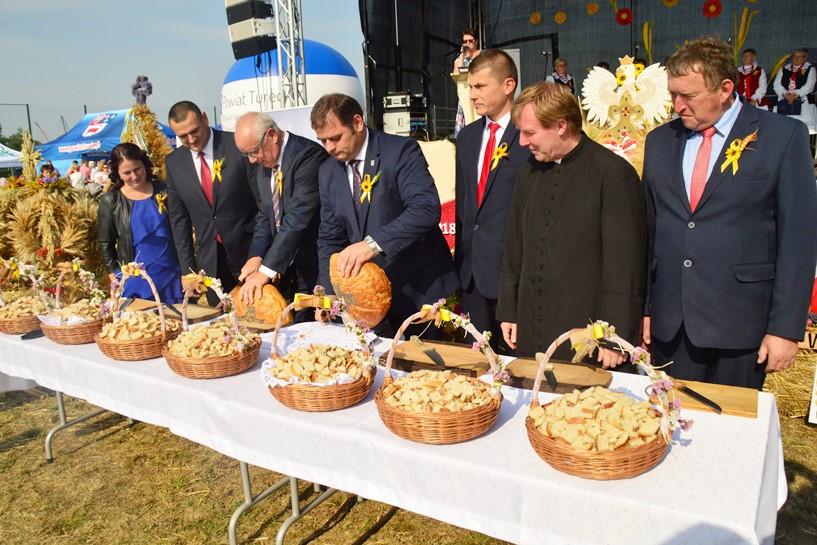 Rogów: Powiatowo-Gminno-Parafialne Dożynki z kabaretem Nowaki - foto: Arkadiusz Wszędybył