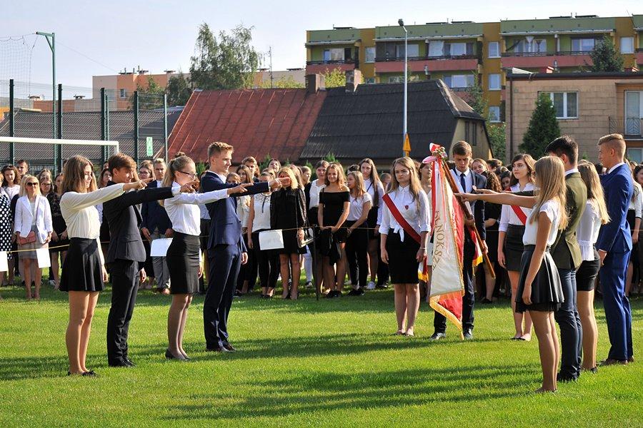 Pierwsze klasy Ogólniaka złożyły ślubowanie - foto: Marcin Derucki