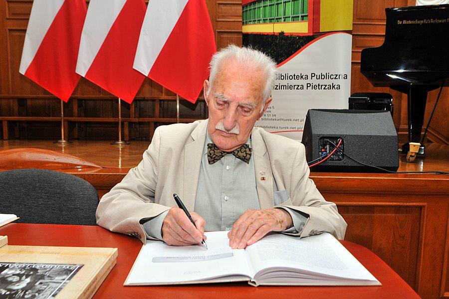 Książka o lokalnych bohaterach już w sprzedaży - foto: Marcin Derucki