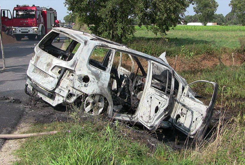 Wideo: Volkswagen spłonął doszczętnie pod Smulskiem - foto: MS