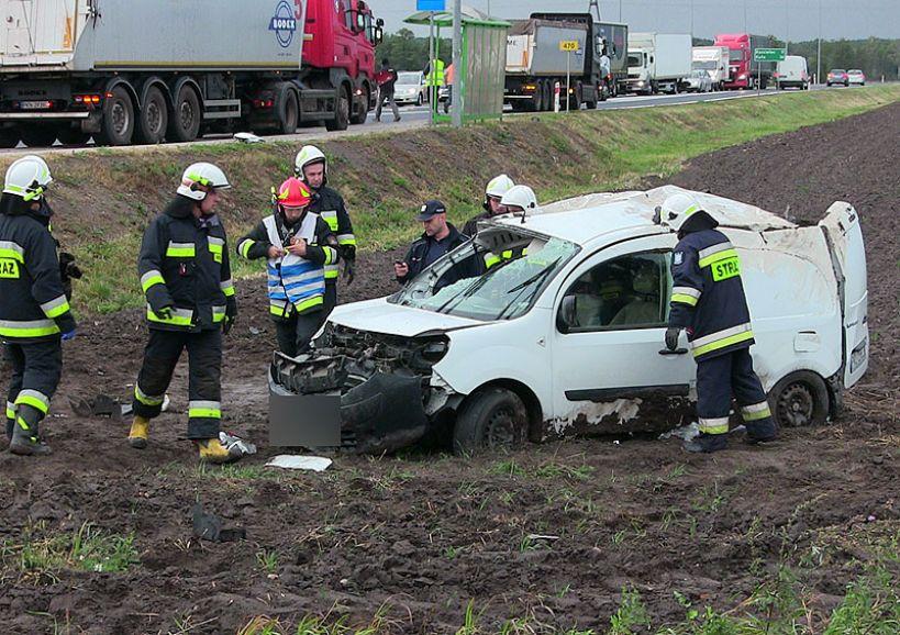 Wideo: Dostawczy Renault Kangoo wypadł z drogi w Brudzyniu