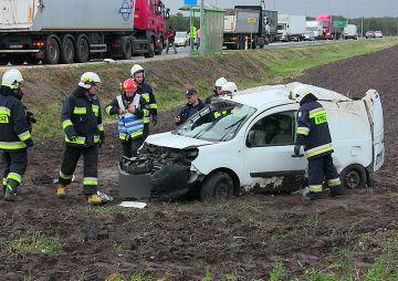 Wideo: Dostawczy Renault Kangoo wypadł z drogi...