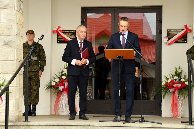 Władysławów: Uczcili pamięć wójta Laskowskiego i burmistrza Gronerta - foto: Arkadiusz Wszędybył