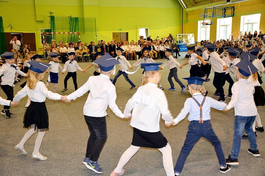 Dzień Edukacji Narodowej i Ślubowanie klas 1 w ZS-P w Dobrej - foto: materiał nadesłany