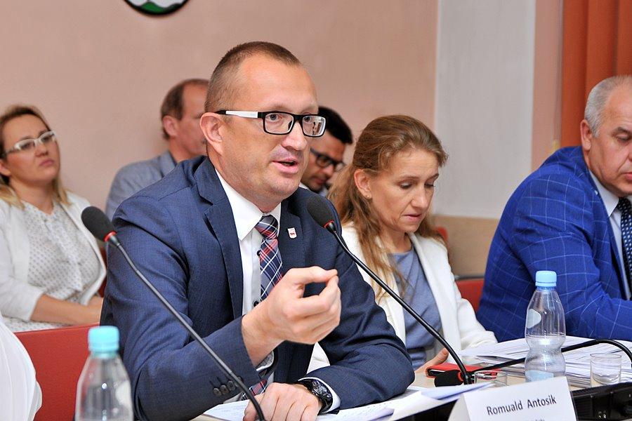 Burmistrz Romuald Antosik wygrywa w I turze z wynikiem 62%! - foto: M. Derucki