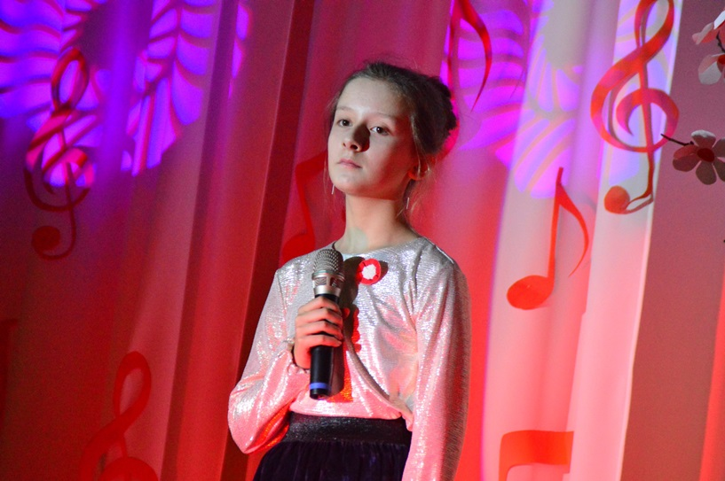 Malanów: Młodzież przypomniała patriotyczne piosenki swym rodzicom i dziadkom - foto: Arkadiusz Wszędybył