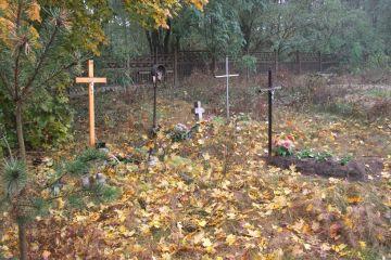 A. Burszewski: Cmentarze - galerie sztuki pod...